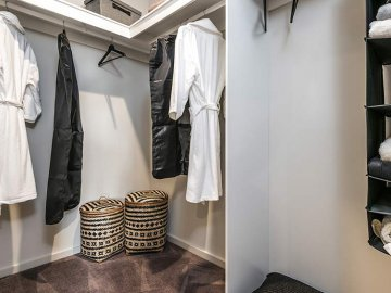 <p>This spacious walk in robe will ensure your belongings are kept neat and tidy.</p>
